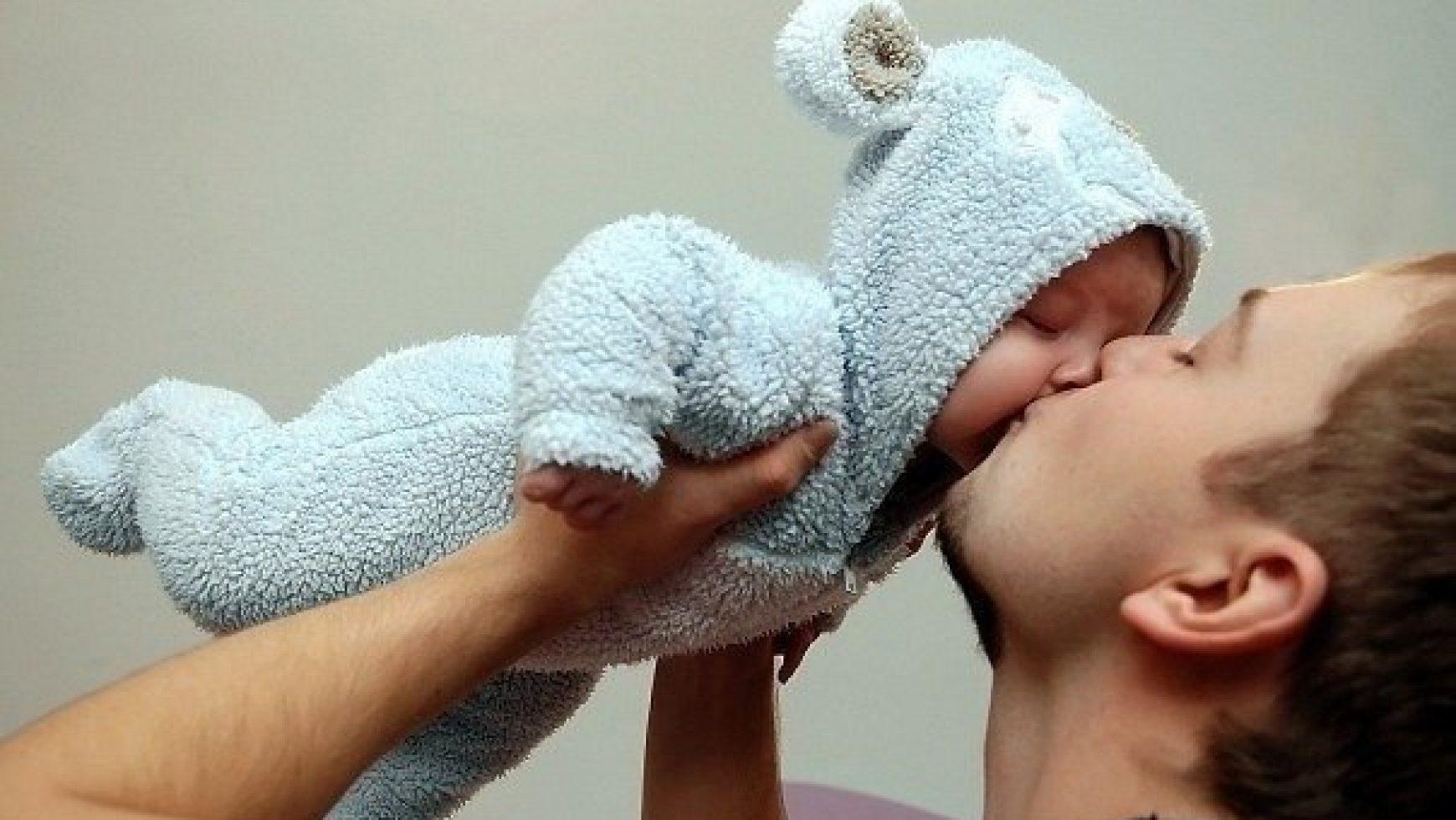 Фото на аву девушка с малышом