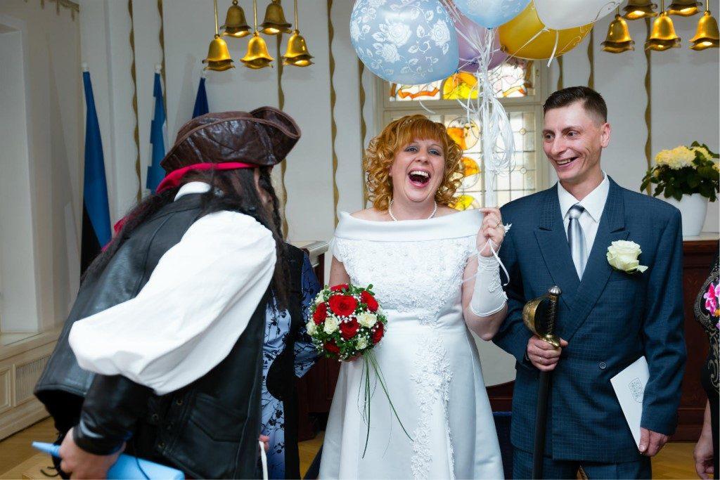 Костюмированные поздравления на свадьбе от друзей